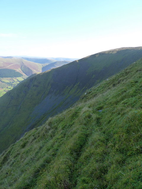 Steep grass on the north side of Maen Du