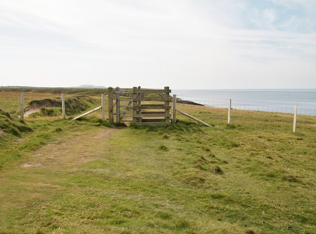 Kissing gate north of Porth Ychain