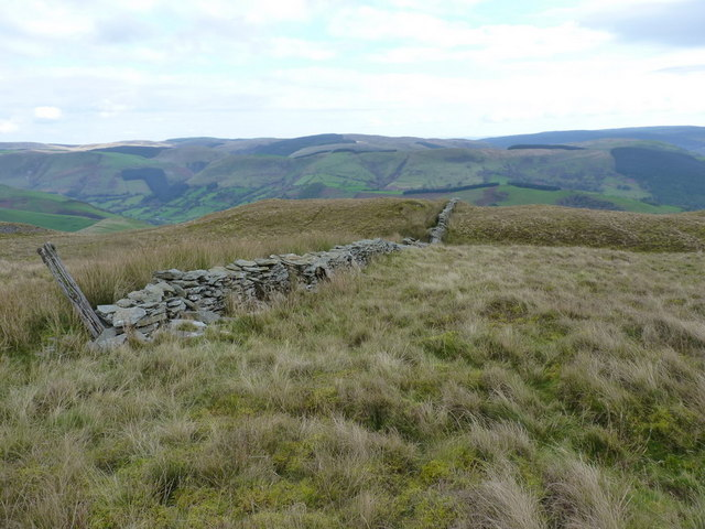 The top of the wall on Foel Benddin