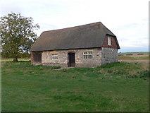 SU1070 : Thatched barn, Avebury by Eirian Evans