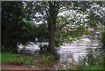 TQ1672 : High tide on the River Thames by N Chadwick