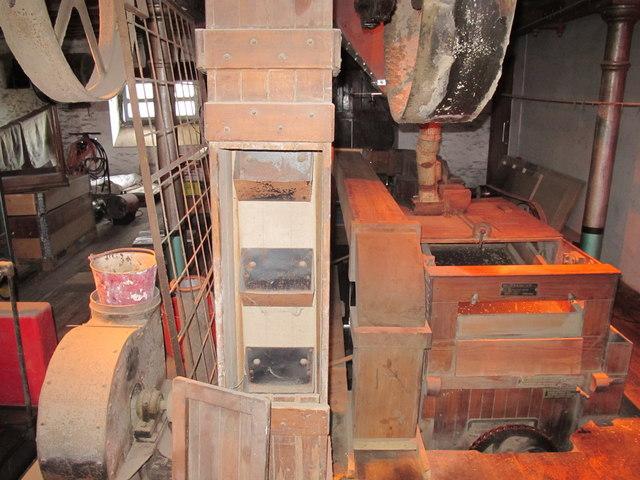 Jacob's ladder grain conveyor at Tuckers    © David Hawgood