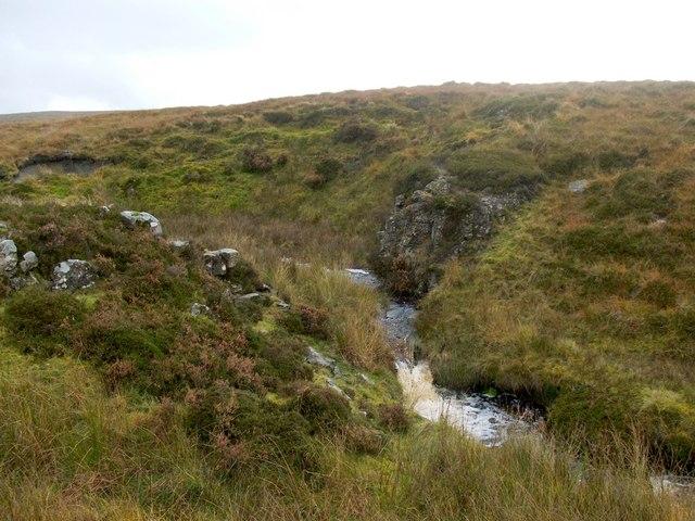 Dyke crossing the Murroch Burn