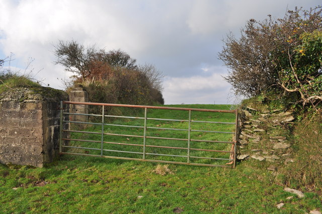 A gate on the footpath between Francis Farm and the Old Barnstaple Road