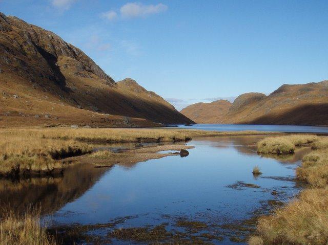 Allt Srath Beinn Dearg flowing into Loch Ghiubhsachain
