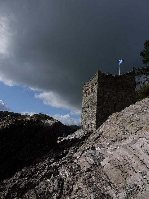 Kingswear Castle from the shoreline at low tide
