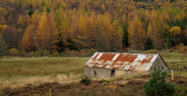 Barn with corrugated metal roof near Dallauruach