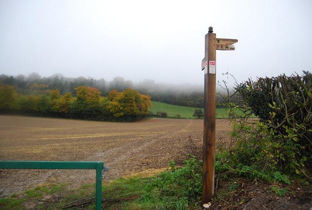North Downs Way signpost, Kemsing Rd