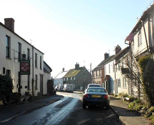 2010   bradenstoke village street     u00a9 maurice pullin cc