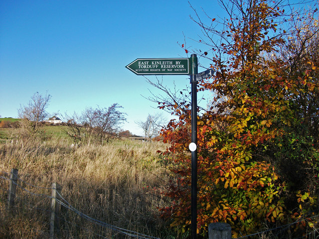 Footpath sign, Bonaly country park