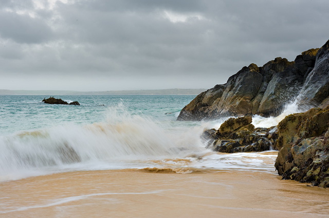 Crashing waves at Porthgwidden