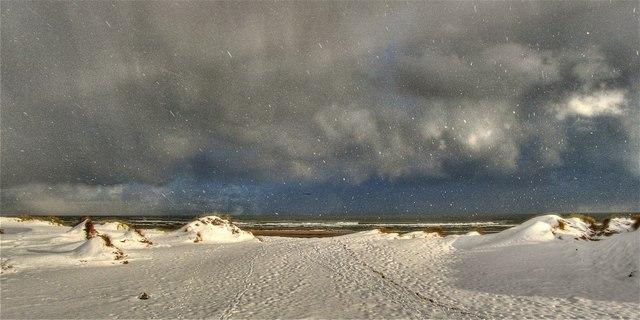 Newburgh: early winter snow on Newburgh links