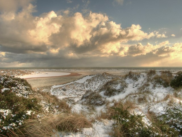 Newburgh: early winter snow at the mouth of the river Ythan