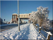 TA0832 : Sutton Road Bridge over the River Hull by Ian S