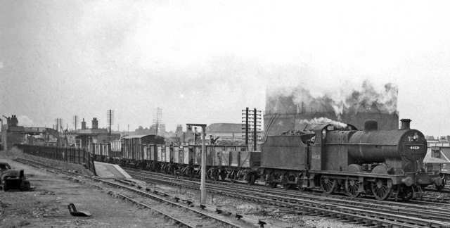 Down freight passing Kirkby-in-Ashfield East Station