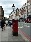 TQ2879 : Post box in Buckingham Palace Road by Basher Eyre