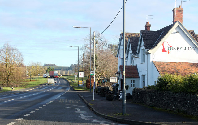 2010 : A432 passing The Bell Inn, Old Sodbury