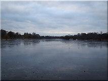 TQ2780 : A partially frozen Serpentine by Robert Lamb