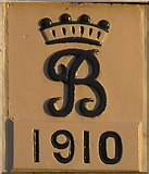 "NZ2115 : Raby Estate ""crowned R"" monogram on cottage by David Hawgood"