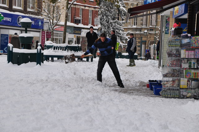 Tiverton : Clearing the Snow