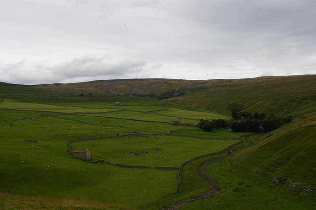 Darnbrook House and Darnbrook Fell, from Flask