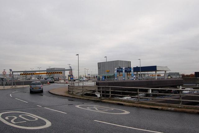 Heathrow Short Stay >> Short Stay Carpark Entrance At Heathrow C Roger Davies Cc By Sa