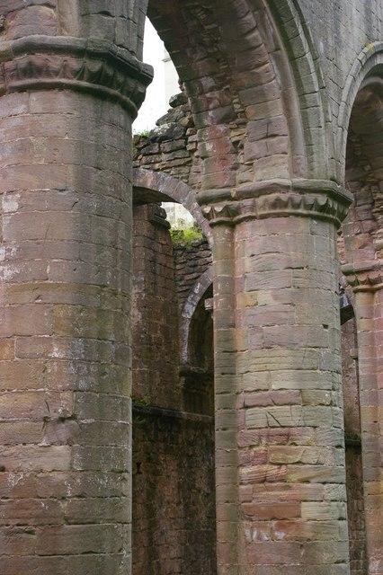 Fountains Abbey: nave columns