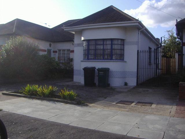 art deco bungalow on fairmead crescent  u00a9 david howard cc