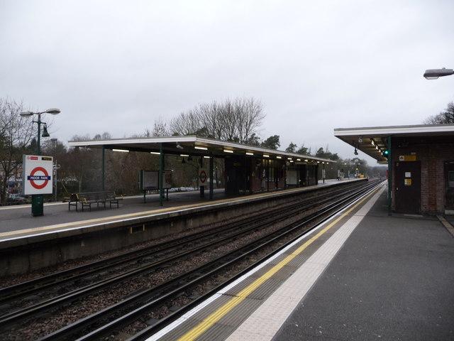 Northwood: Moor Park Underground Station