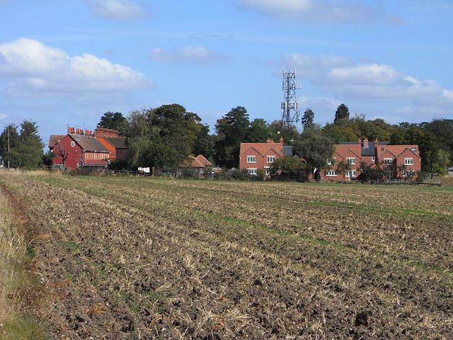 Farmland, houses and mast, Cholsey