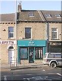 SE1734 : foreign Affair Hair Studio - Idle Road by Betty Longbottom