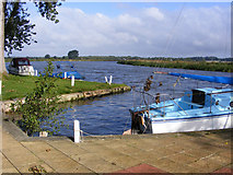TG3504 : River Yare at the Beauchamp Arms public house by Glen Denny