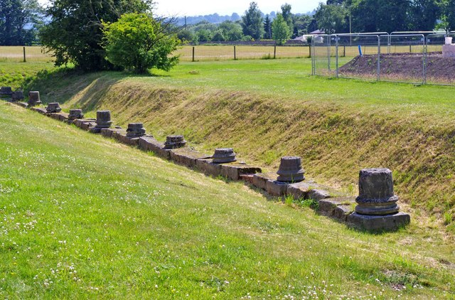 Wroxeter Roman City (06) - remains of column bases of The Forum