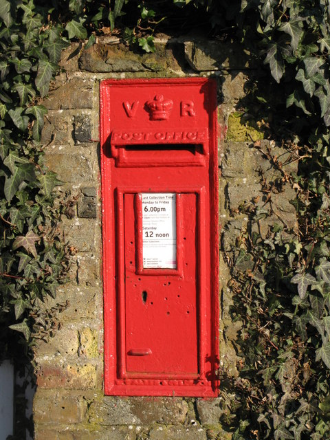 Victorian postbox, Oakley Road (A233) / Cross Road, BR2