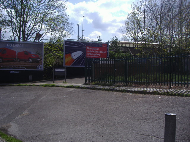 Entrance to Sudbury & Harrow Road station