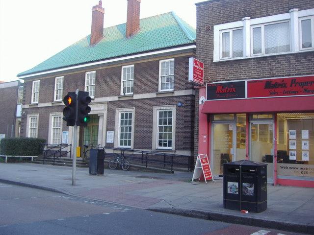 mitcham library  london road  u00a9 david howard    geograph