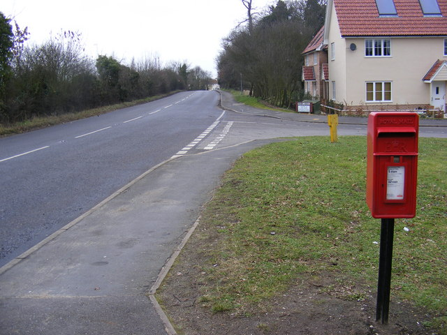 B1438 Yarmouth Road & Parklands Postbox