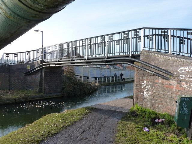 Pitchfork Bridge, Tipton