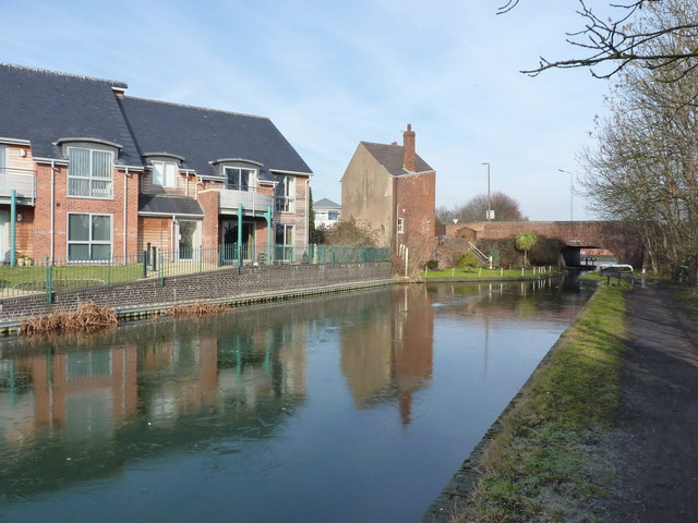 Canalside living - old & new