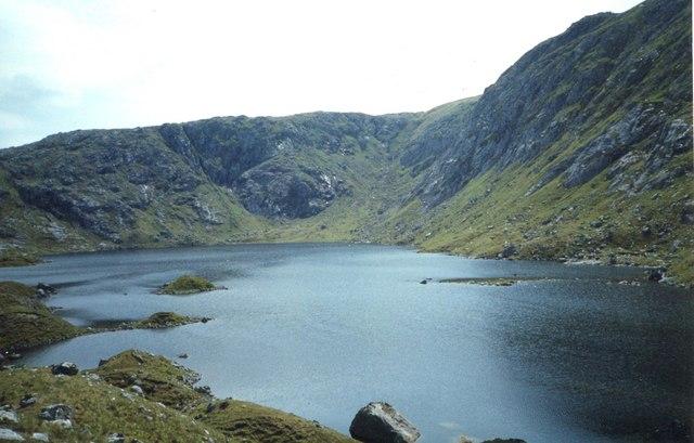 Loch Toll a'Mhadaidh
