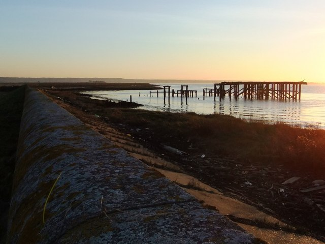 Derelict jetty on the Thames shore, above Lower Hope Point