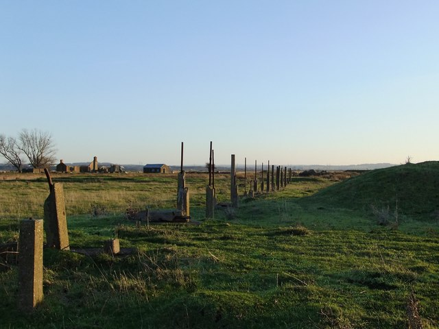 Ruins of the explosives works, near Lower Hope Point (3): an alignment of posts