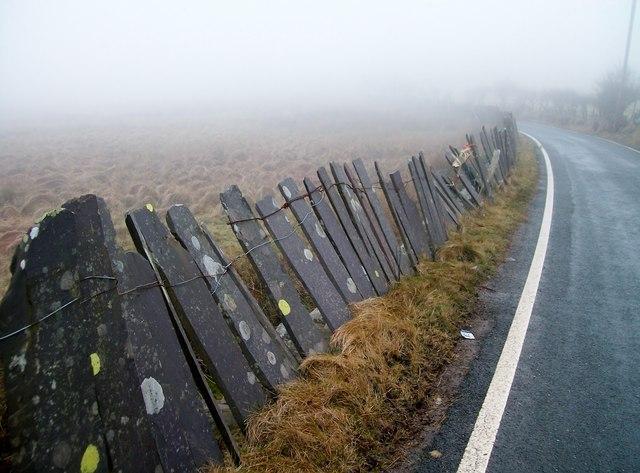 Roadside slate fence near Pen-y-bwlch