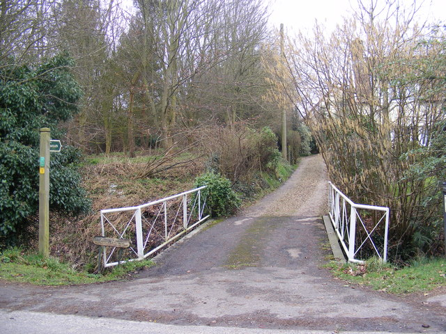 Footpath to Mill Hill & entrance to Lane House