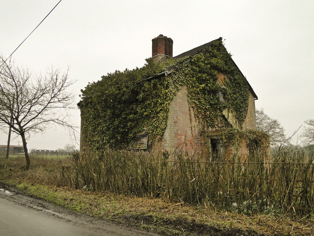 Derelict house at Rotten End, near Peasenhall