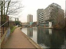 TQ3681 : Regent's Canal by Derek Harper