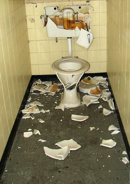 Hales Hospital Toilets 169 Evelyn Simak Cc By Sa 2 0