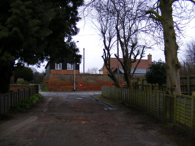 Fairfield Drive & North Entrance George V Postbox