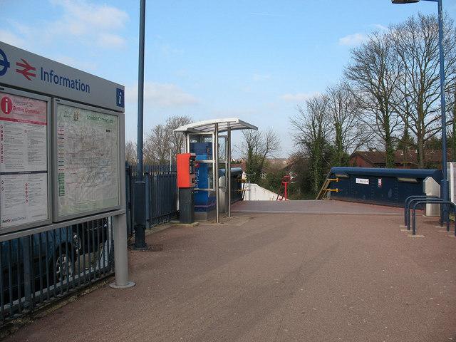 Sutton Common station: entrance