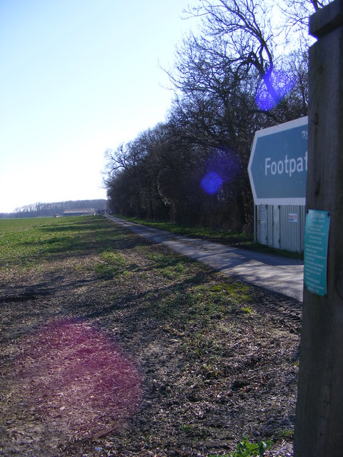 Coltsclose Pickle footpath & entrance to Wood Farm